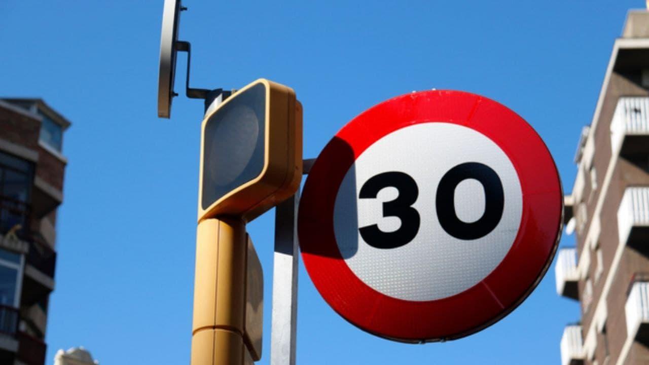 Nous límits de velocitat de 20 i 30 km/h a la majoria de vies urbanes dels municipis